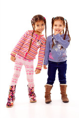 petites filles soeur font des pitreries