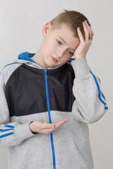 Мальчик с головной болью