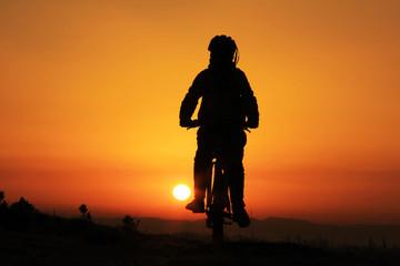 bisiklet gezisi gündoğarken