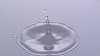 Slow Motion Wassertropfen 1