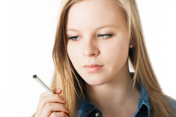 Jugendliche mit Zigarette