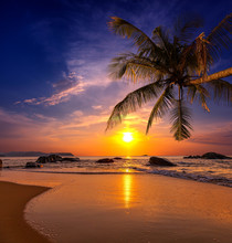 Sonnenuntergang über dem Meer. Provinz Khao Lak in Thailand