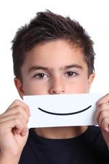 bambino con sorriso disegnato
