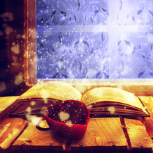 Ouvrir café vieille magie du livre de tasse