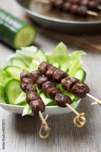 Gebratenes Sojafleisch am Spieß
