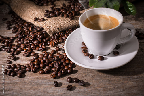 Fotobehang Cafe Cup of coffee and coffee beans on wooden background