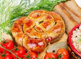 Ring bratwurst with bread, tomatoes and herbs.
