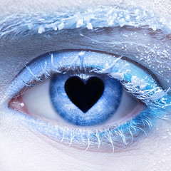 frozen eye zone makeup  and pupil in for of heart