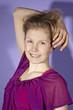 Junge Frau mit doppelten Schatten (lila)