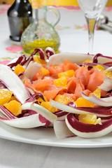 Salmone crudo in insalata