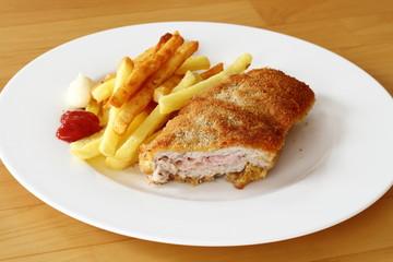 Schnitzel Cordon bleu angeschnitten w/ Pommes frites