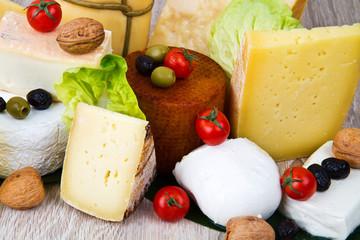 formaggi misto su legno