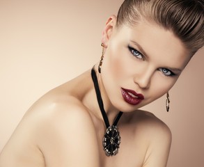 Party stiling glamour woman with beautiful jewelery