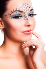 atraktive junge Frau mit aufwändigem Makeup