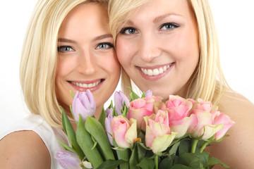 junge Frauen mit Blumen