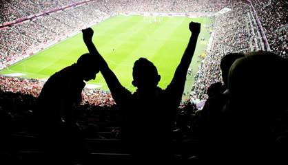 Fototapeta fani piłki na stadionie