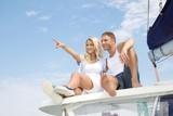 Abenteuer Urlaub - Paar auf Hochzeitsreise am Segelschiff