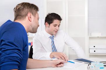 Beratungsgespräch oder Meeting - Kunde und Berater