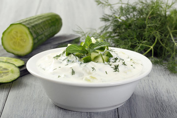 tzatziki cetriolo e yogurt