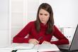Stress beim Lernen - Jugendliche lernt für das Abitur