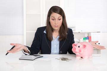 Frau hat Schulden - steigende Kosten, Pleite