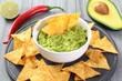 salsa guacamole avocado e nachos