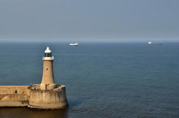 leuchtturm und schiffe