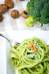 spaghetti with broccoli cottage cheese and walnuts