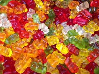 Osos de caramelo y azucar en  tienda
