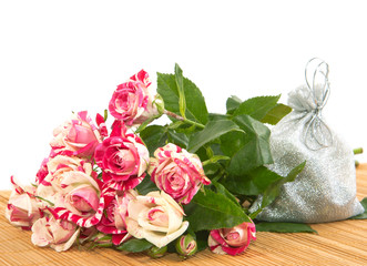 Bouquet of roses and a gift to the substrate.