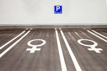 Frauenparkplatz © Matthias Buehner