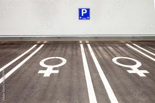 Frauenparkplatz parken - 60678994
