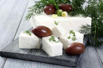 feta formaggio bianco sfondo grigio