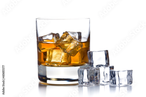 Foto op Plexiglas Alcohol whiskey with ice in glass