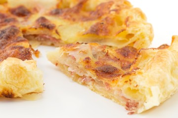 rustico con patate, prosciutto e mozzarella