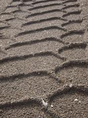 Traccia di pneumatico sulla sabbia