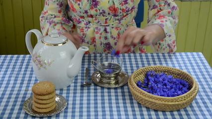 bluet bluebottle flower herb tea preparation in cup