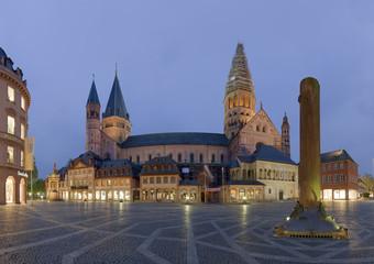 Dom Mainz beleuchtet