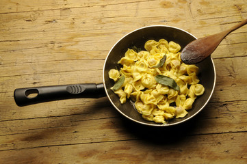 Tortellini burro e salvia Tortellini with butter and sage
