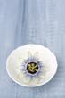canvas print picture - Blaue Bluete der Passionsblume auf Holzplatte