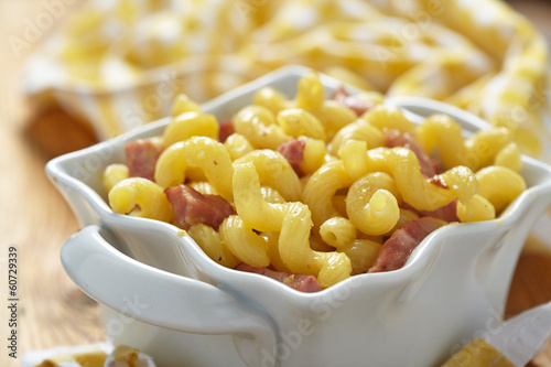 Macaroni and cheese with ham
