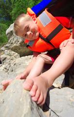 enfant portant un gilet de sauvetage