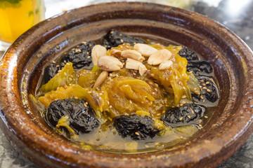 Tajine (Tagine) mit Lammfleisch und Trockenpflaumen