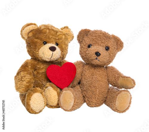 Zwei Teddybären mit Herz in rot freigestellt - 60752761
