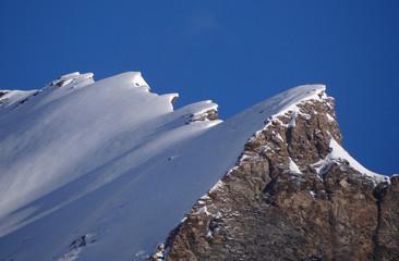 Crête enneigée dans le val de Rhêmes (Alpes)