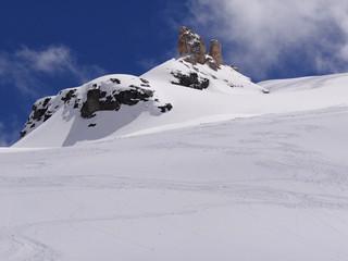Cime enneigée dans le Val de Rhêmes (Alpes)
