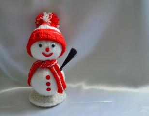 Lustiger Schneemann aus Wolle mit Textfreiraum
