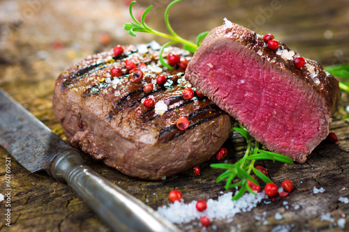 Fotografiet Juicy Fillet Steak with Fresh Herbs