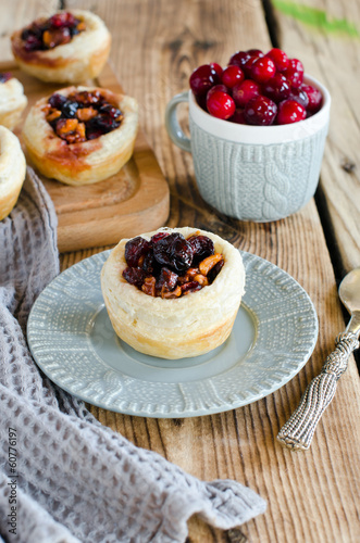 Puff pastry tarts with cranberries and walnuts