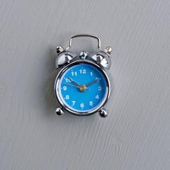 blauer wecker